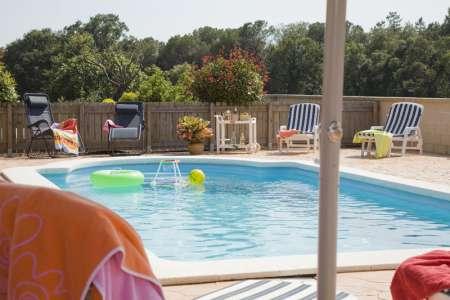 Can Girones, la piscine est clôturer