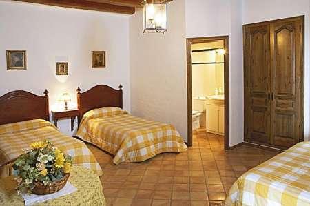 Mas Dalt, chambre avec 3 lits
