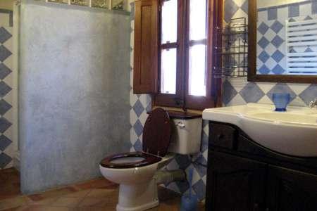 Can Salarichs un de les 5 salles de bain + 2 wc
