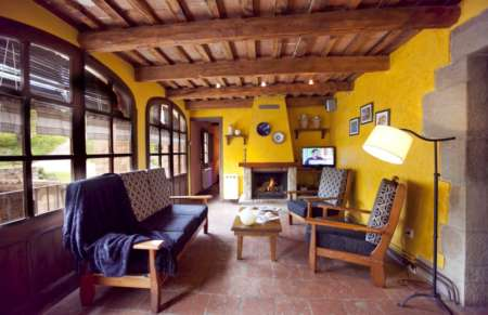 Vila de Bernadas, one of the sitting rooms with fireplace